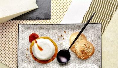 Pesche caramellate e semifreddo di Gran Pecorino Riserva