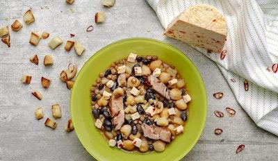 Zuppa di legumi con Ricotta Montella al Peperoncino