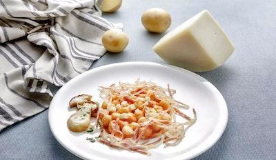 Gnocchetti di patate e baccalà con guanciale, porcini e Santa Teresa