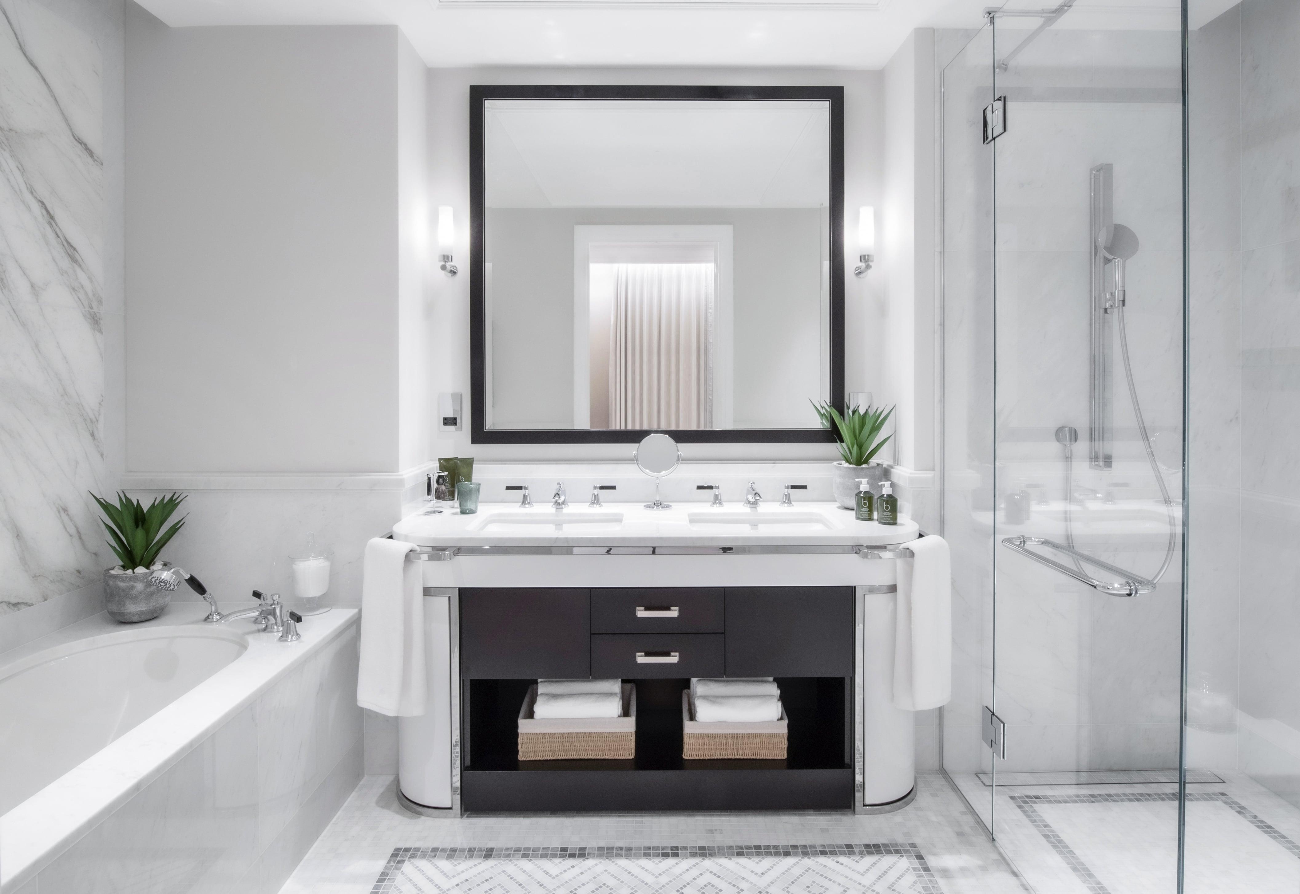 Auriens Show Bathroom
