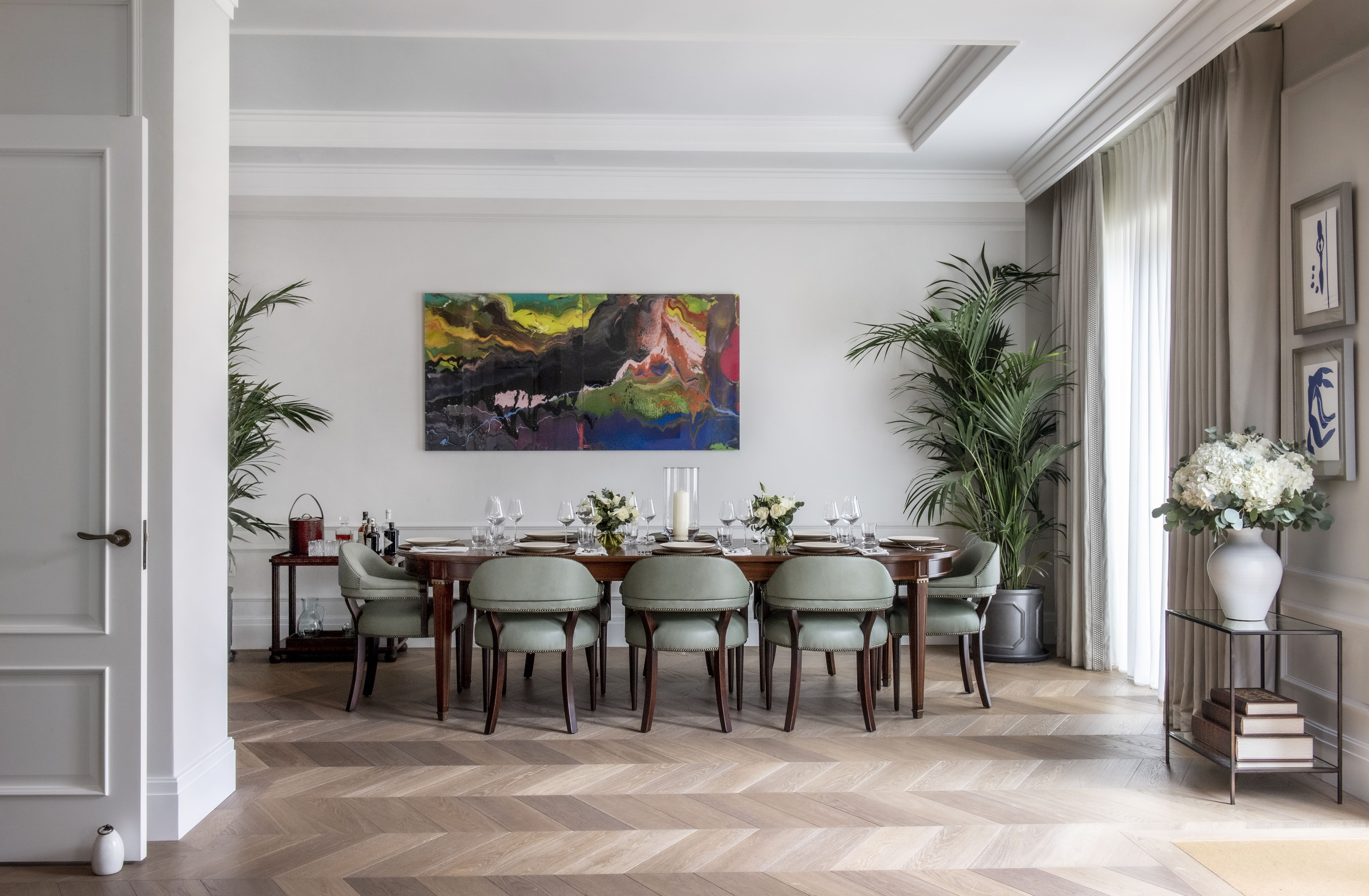 Auriens Show Apartment - dining table and artwork