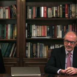 وزیر دارایی عراق علی علاوی در حال مصاحبه در منزلش در بغداد، ۲ تیر ۱۳۹۹/ ۲۲ ژوئن ۲۰۲۰ (عکس از گتی ایمیجز)