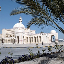 The Al Fateh Mosque in Bahrain, April 2, 2001. (Photo via Getty Images)