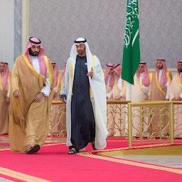 استقبال محمد بن سلمان از محمد بن زاید؛ ابوظبی، امارات متحدهی عربی، ۱ آذر ۱۳۹۷/ ۲۲ نوامبر ۲۰۱۸ (عکس از گتی ایمیجز)