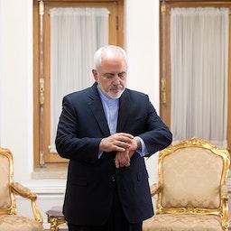 وزير الخارجية الإيراني محمد جواد ظريف قبل لقاء عدد من السفراء الأجانب. طهران، ايران. 18 يوليو/تموز 2018 المصدر: آرمین کرمی/ وكالة أنباء فارس