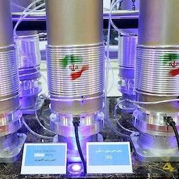 أجهزة الطرد المركزي من طراز إي آر6 في معرض إنجازات الصناعة النووية، طهران، إيران، 10 نيسان / أبريل 2019. ( الصورة لمقداد مددى عبر وكالة تسنيم للأنباء)