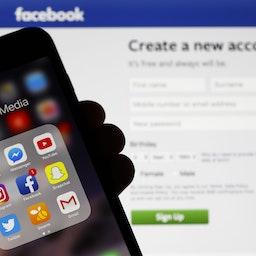 اپلیکیشنهای رسانههای اجتماعی روی صفحه نمایش موبایل (عکس از گتی ایمیجز)