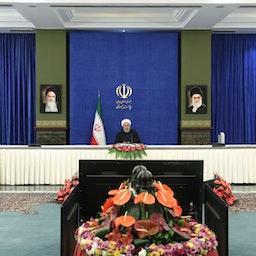 سخنرانی حسن روحانی رئیسجمهوری ایران در جلسه ستاد ملی مبارزه با کرونا، تهران، ۲۵ بهمن ۱۳۹۹ (عکس از سایت ریاست جمهوری ایران).