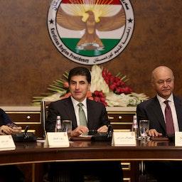 رئيس برلمان كردستان ريواز فائق، ورئيس حكومة إقليم كردستان العراق نجيرفان بارزاني، والرئيس العراقي برهم صالح، يحضرون اجتماعًا في 5 نوفمبر/تشرين الثاني 2019 في أربيل، العراق (الصورة عبر غيتي إيماجز)