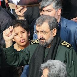 """حضور محسن رضایی در تظاهراتی علیه """"جرایم"""" آمریکا در تهران، ۱۳ دی ۱۳۹۸. (عکس از گتی ایمیجز)"""