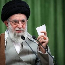 المرشد الأعلى الإيراني آية الله علي خامنئي يلقي خطابه المتلفز في عيد النوروز، طهران، إيران، 21 مارس/آذار 2021. (الصورة عبر Khamenei.ir)