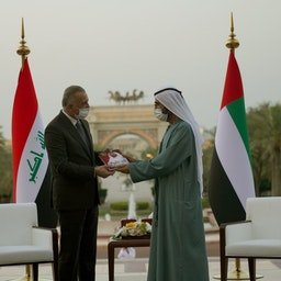 دیدار نخست وزیرعراق با حاکم دبی در امارات متحدهی عربی؛ ۱۵ فروردین ۱۴۰۰/ ۴ آوریل ۲۰۲۱ (عکس از دفتر رسانهای نخست وزیر عراق)