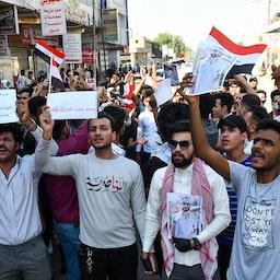 تظاهرات کنندگان عراقی، در شهر جنوبی ناصریه؛ ۷ آبان ۱۳۹۹/ ۲۸ اکتبر ۲۰۲۰ (عکس از گتی ایمیجز)