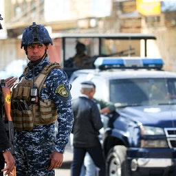 نیروهای امنیتی عراق در یک ایست بازرسی؛ بغداد، عراق، ۱۰ بهمن ۱۳۹۹/ ۲۹ ژانویه ۲۰۲۱. (عکس از گتی ایمیجز)