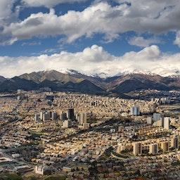 بانوراما لشمال العاصمة الإيرانية من برج الميلاد في طهران. 2 أبريل/ نيسان 2019 (تصوير أمير باشاي)