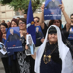 Gorran supporters mourn the death of longtime party leader Nawshirwan Mustafa at his funeral in Sulaimaniyah, Iraq on May 20 2017. (Photo via Getty Images)