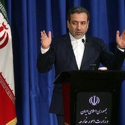 نائب وزير الخارجية الإيراني عباس عراقجي في مؤتمر صحفي في طهران، 15 يناير/كانون الثاني 2017 (تصوير محمود حسيني عبر وكالة تسنيم للأنباء)