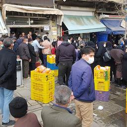 Iranians queue up to buy subsidised chicken in Hamadan, Iran on Mar. 17, 2021. (Photo by Mohammad Amin Najafi via VJC News Agency)