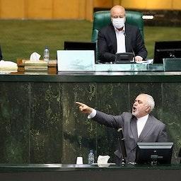 وزير الخارجية الإيراني محمد جواد ظريف في جلسة مفتوحة للبرلمان في طهران. 5 يوليو/تموز 2020 (تصوير محمد حسن زاده عبر وكالة تسنيم الاخبارية)