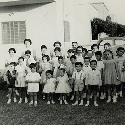 Children pose for a photo in a Jewish school in Baghdad, Iraq in 1959. (Photo via WikiCommons)