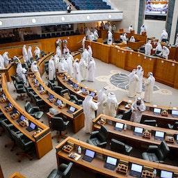 أعضاء مجلس الأمة الكويتي في مدينة الكويت. 27 أبريل/نيسان 2021 (الصورة عبر غيتي إيماجز)