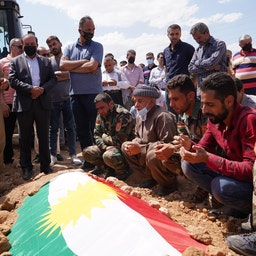 مراسم تشییع یکی از پنج مبارز کرد عراقی کشته شده در استان دهوک؛ ۱۵ خرداد ۱۴۰۰/ ۵ ژوئن ۲۰۲۱ (عکس از گتی ایمیجز)
