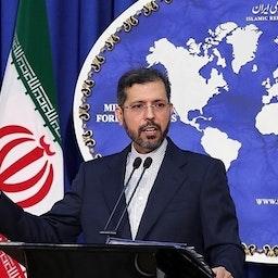 المتحدث باسم الخارجية الإيرانية سعيد خطيب زاده يلقي كلمة في مؤتمر صحفي في طهران يوم 31 مايو/أيار 2021 (تصوير محمود حسيني عبر وكالة تسنيم للأنباء)