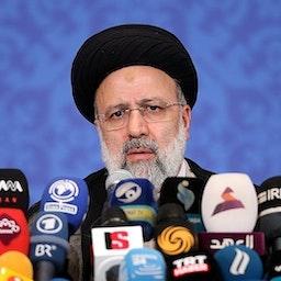 الرئيس الإيراني المنتخب إبراهيم رئيسي في أول مؤتمر صحفي له في طهران. 21 يونيو/ حزيران 2021 (تصوير مقداد مدادي عبر وكالة تسنيم للأنباء)