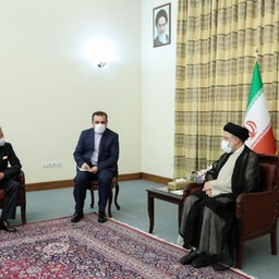 الرئيس الإيراني المنتخب إبراهيم رئيسي يستقبل وزير الخارجية الهندي سوبرامانيام جايشانكار في طهران في 7 يوليو/تموز 2021. (الصورة عبر الموقع الرسمي لرئيسي)