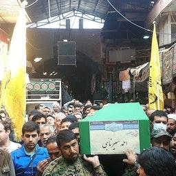 تشییع یکی از اعضای لشکر فاطمیون که در سوریه کشتهشده است، به مقصد خاکسپاری در ری؛ جنوب تهران، ۲۷ آبان ۱۳۹۸. (عکس از رسانههای اجتماعی وابسته به لشکر فاطمیون)