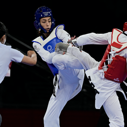 Iranian taekwondoka Nahid Kiani (right) fights Iranian Refugee Team member Kimia Alizadeh (left) in the Tokyo Olympics on July 25, 2021. (Photo via Getty Images)