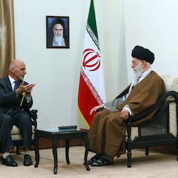 وزير الخارجية الإيراني محمد جواد ظريف يلقي كلمة أمام وفدي الحكومة الأفغانية وطالبان في طهران في 7 يوليو/تموز 2021. (الصورة عبر وكالة مهر للأنباء)