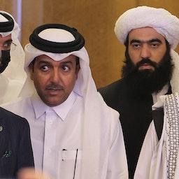 عبدالله عبدالله، رئیس شورای عالی مصالحهی ملی افغانستان (چپ) و ملا عبدالغنی برادر، رئیس دفتر سیاسی طالبان؛ دوحه، قطر، ۲۷ تیر ۱۴۰۰/ ۱۸ ژوئیه ۲۰۲۱. (عکس از گتی ایمیجز)