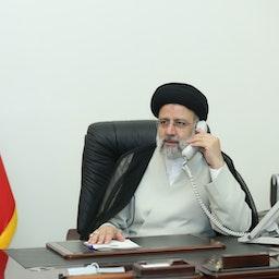 الرئيس الإيراني إبراهيم رئيسي في مكتبه في طهران. (صورة غير مؤرخة عبر الموقع الرسمي للرئيس الإيراني)