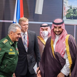 دیدار شاهزاده خالد بن سلمان آل سعود، معاون وزیر دفاع عربستان، با سرگئی شویگو، وزیر دفاع روسیه؛ مسکو، ۱ شهریور ۱۴۰۰/ ۲۳ اوت ۲۰۲۱. (عکس از توییتر)