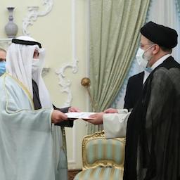 Iranian President Ebrahim Raisi (R) meets Kuwait's Foreign Minister Sheikh Sabah Al-Khalid Al-Sabah in Tehran on Aug. 6, 2021. (Photo via Raisi.ir)