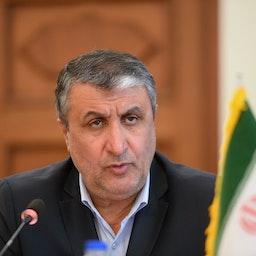 وزير النقل والتنمية الحضرية الإيراني محمد إسلامي يحضر اجتماعًا في طهران، إيران، في 29 أبريل/نيسان 2019. (الصورة عبر غيتي إيماجز)