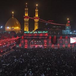 زائران شیعه در مراسمی در حرم امام حسین؛  شهر کربلا در جنوب عراق، ۲۸ شهریور ۱۳۹۷/ ۱۹ سپتامبر ۲۰۲۱. (عکس از گتی ایمیجز)