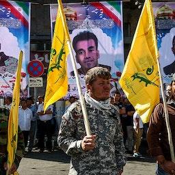 مقاتلون شيعة أفغان يحضرون جنازة زملائهم الذين قتلوا في سوريا. طهران، إيران. الصورة غير مؤرخة. (الصورة من موقع ديفا مقدس)