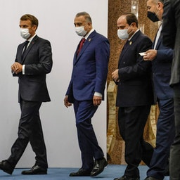 امانوئل مکرون، رئیسجمهور فرانسه، مصطفی الکاظمی، نخستوزیر عراق، عبدالفتاح السیسی، رئیسجمهور مصر و حسین امیرعبداللهیان، وزیر امور خارجهی ایران؛ بغداد(از راست به چپ)؛ ۶ شهریور/ ۲۸ اوت ۲۰۲۱. (عکس از گتی ایمیجز)