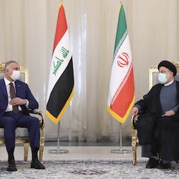 Iraq's Prime Minister Mustafa Al-Kadhimi (L) meets Iran's president Ibrahim Raisi (R) in Tehran on 12 Sep. 2021 (Photo via Iranian presidency)