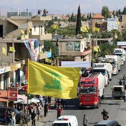 ورود تانکرهای حامل سوخت ایرانی به العین هرمل در درهی بقاع واقع در شرق لبنان، که به دست حزبالله از سوریه انتقال یافتهاند. ۲۵ شهریور ۱۴۰۰/ ۱۶ سپتامبر ۲۰۲۱. (عکس از گتی ایمیجز)