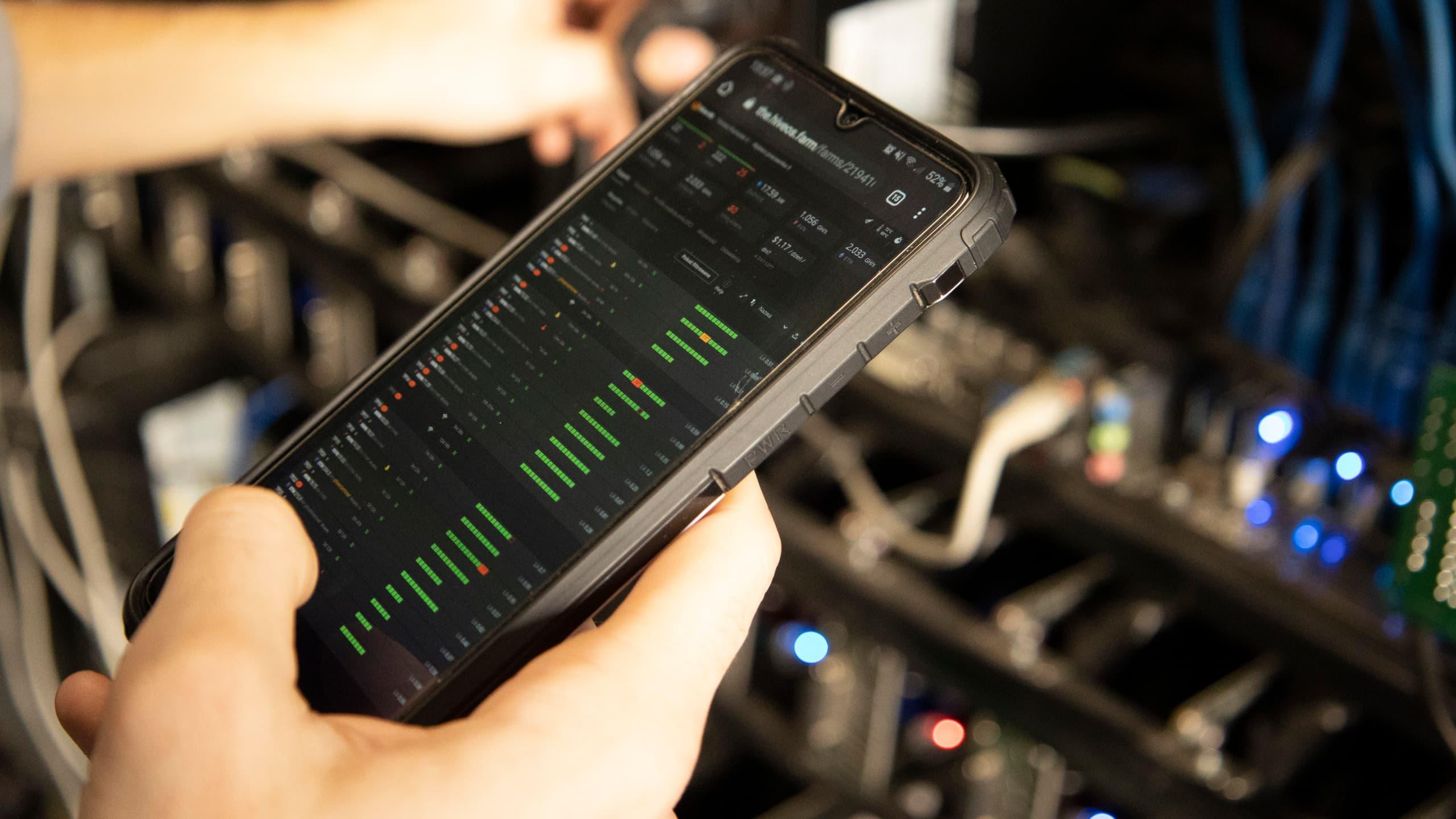 Monitoring stanu koparki kryptowalut przez aplikację mobilną