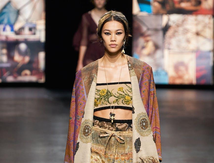 I crop top più alla moda per la Primavera Estate 2021. In foto sfilata Dior