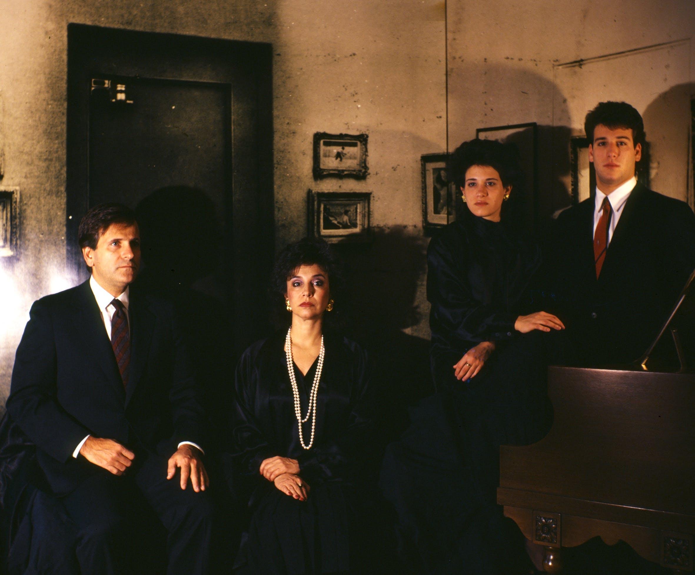 """Una foto di famiglia """"An American Family, A Rejected Commission,"""" 1987, di Clegg & Guttmann."""