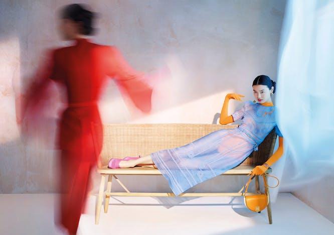 Modelle in Fendi campagna primavera estate 2021 scattata da Nick Knight
