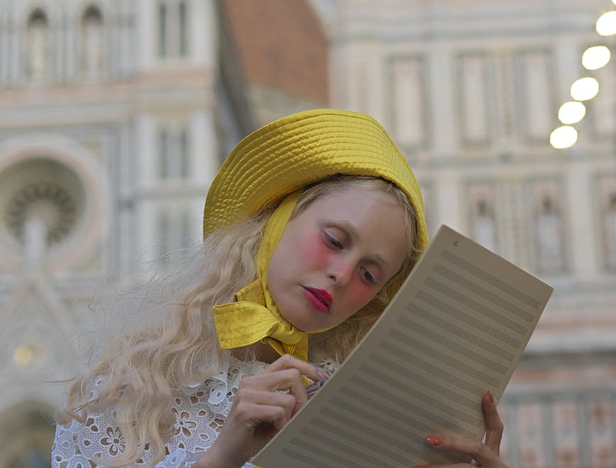 Nella foto Petit Meller nella campagna della nuova collezione Opera Demo Carousel di Visconti