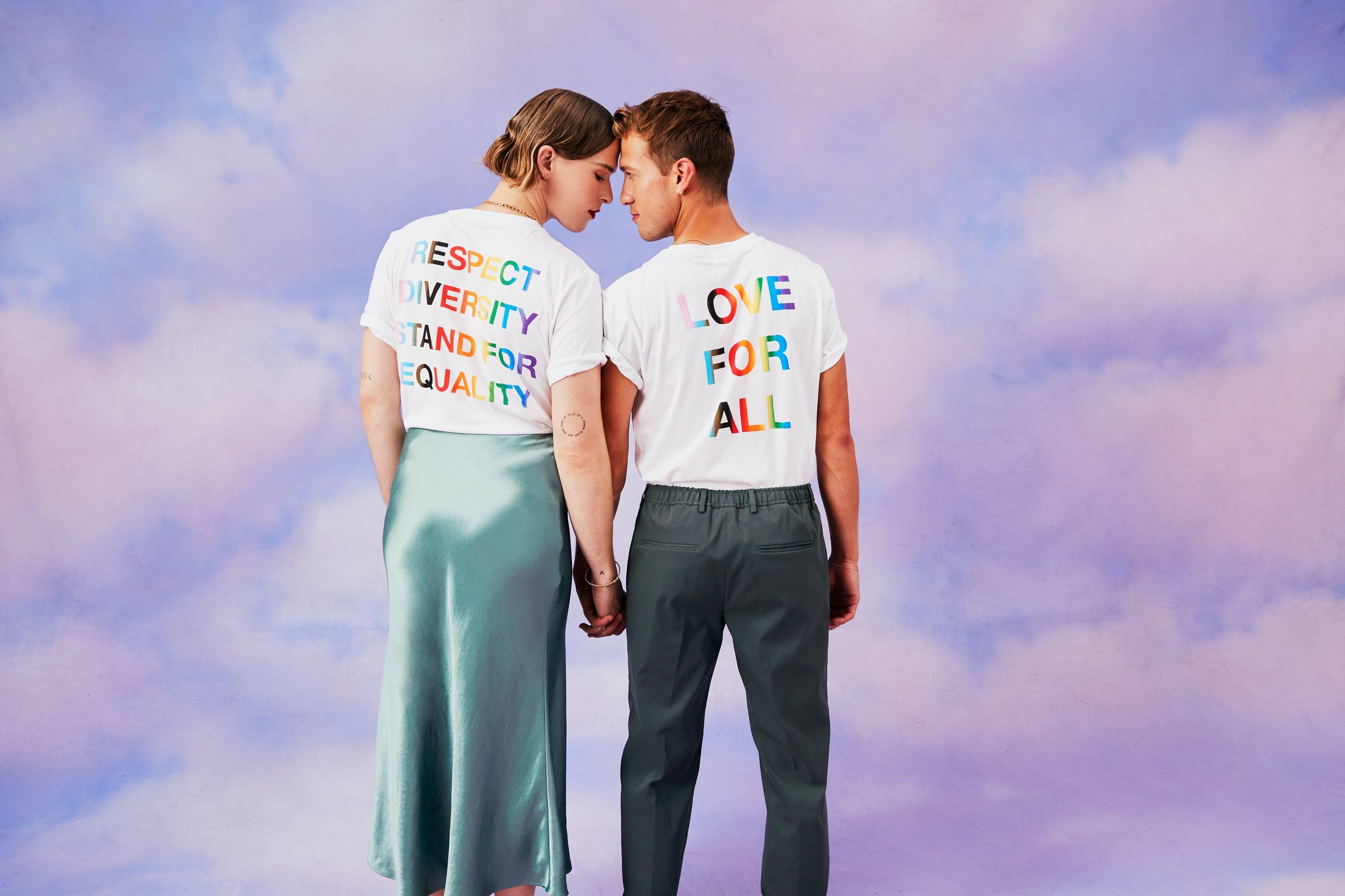 Nella foto La campagna Pride di BOSS con Tommy Dorfman e Peter Zurkuhlen