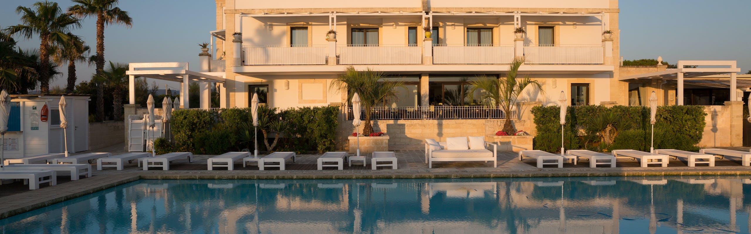 Nella foto l'esterno dell'hotell Canne Bianche Lifestyle Hotel