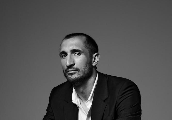 Nella foto Giorgio Chiellini in cover indossa un total look DSQUARED2, e orologio WAD Paris per LuisaViaRoma